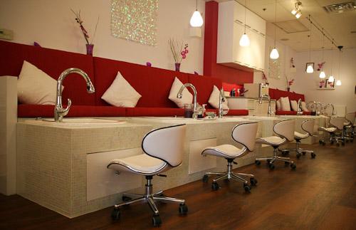 Welcome sponsor mamas n divas nail lounge for Salon lounge