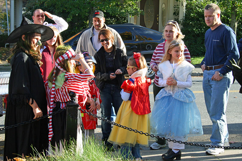 Post image for Annual Halloween parade and costume contest this Sunday, October 27