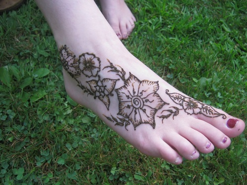 Post image for Henna Tattoos on the lawn – Thursday