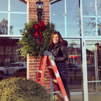 SG volunteer hanging wreath in 2017 (pic posted at instagram.com/p/BcVGlqvnyGD/)