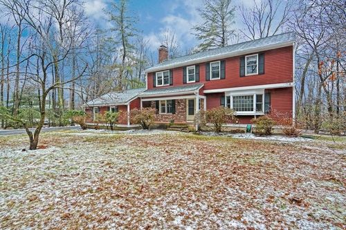 Post image for Featured Home: Classic, spacious Garrison in private setting; Open House Sunday